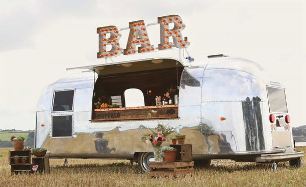 The Buffalo bar in Cornwall and Devon is available to hire for weddings. A vintage mobile bar